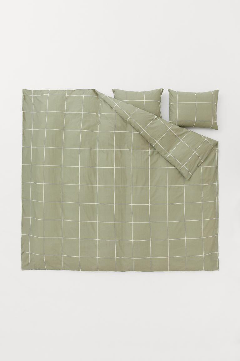 """<br> <br> <strong>H&M Home</strong> Checked Duvet Cover Set, $, available at <a href=""""https://go.skimresources.com/?id=30283X879131&url=https%3A%2F%2Fwww2.hm.com%2Fen_us%2Fproductpage.0643449005.html"""" rel=""""nofollow noopener"""" target=""""_blank"""" data-ylk=""""slk:H&M"""" class=""""link rapid-noclick-resp"""">H&M</a>"""