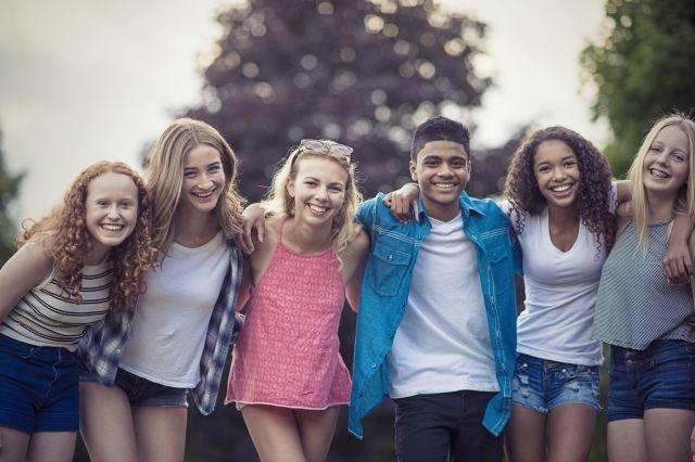 Teens who don't date have better social skills and are less depressed says new study