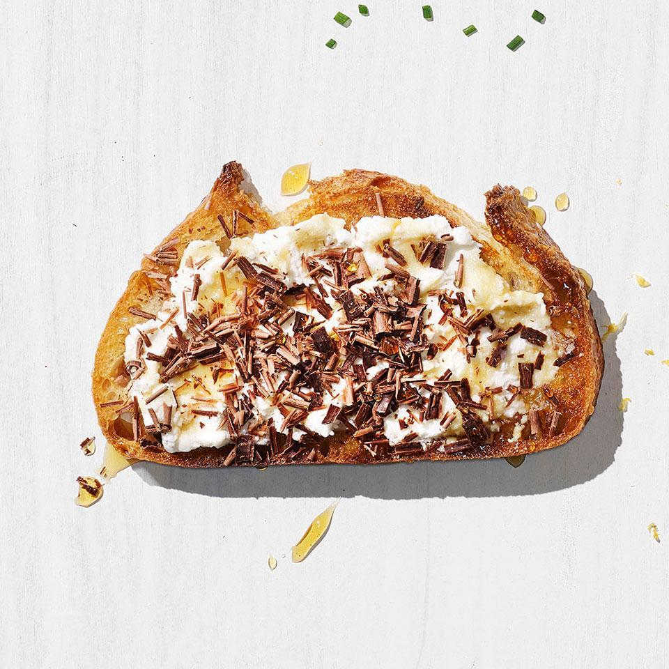 <p>This ricotta, honey and chocolate toast is perfect for when you want something sweet but still healthy for breakfast. Plus, it takes only a few minutes to assemble.</p>