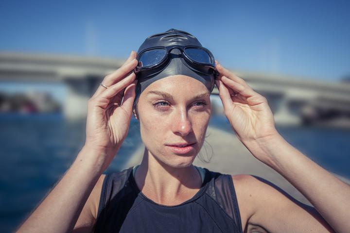 limited-share-moov-hr-swimcap