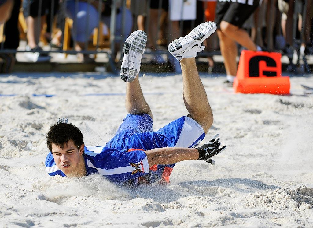 "Tay hit the sand while playing flag football in the DIRECTV pre-Super Bowl Celebrity Beach Bowl in Miami. William Nikon/London Ent/<a href=""http://www.splashnewsonline.com"" target=""new"">Splash News</a> - February 6, 2010"