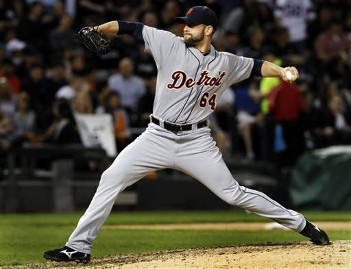 Detroit Tigers relief pitcher Duane Below throws against the Chicago White Sox in the sixth inning of a baseball game, Monday, May 14, 2012, in Chicago. (AP Photo/John Smierciak)