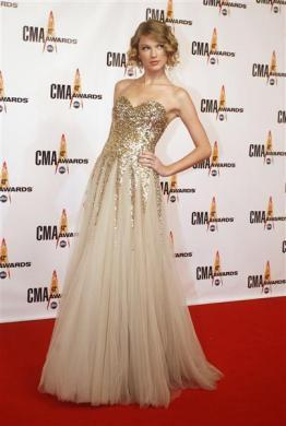Singer Taylor Swift arrives at the 43rd annual Country Music Association Awards in Nashville November 11, 2009.