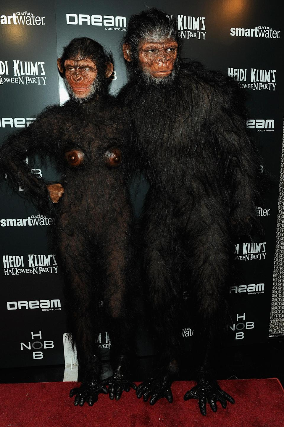 For her second 2011 Halloween outfit, Klum and her then-husband Seal dressed as a simian couple.<em> [Photo: Getty]</em>