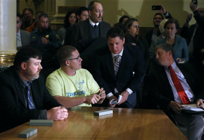 "<span class=""caption"">On Dec. 19, 2016, Colorado elector Micheal Baca, in T-shirt second from left, cast his electoral ballot for John Kasich, though Hillary Clinton had won his state's popular vote.</span> <span class=""attribution""><a class=""link rapid-noclick-resp"" href=""http://www.apimages.com/metadata/Index/Electoral-College-Colorado/ee5369d0be464da3a3e24e38d975067f/3/0"" rel=""nofollow noopener"" target=""_blank"" data-ylk=""slk:AP Photo/Brennan Linsley"">AP Photo/Brennan Linsley</a></span>"