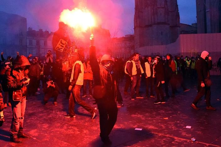 Outside Paris, several thousand protesters were marching in Bordeaux and Toulouse in the southwest, two of the cities where support for the movement has been consistently strong (AFP Photo/MEHDI FEDOUACH)