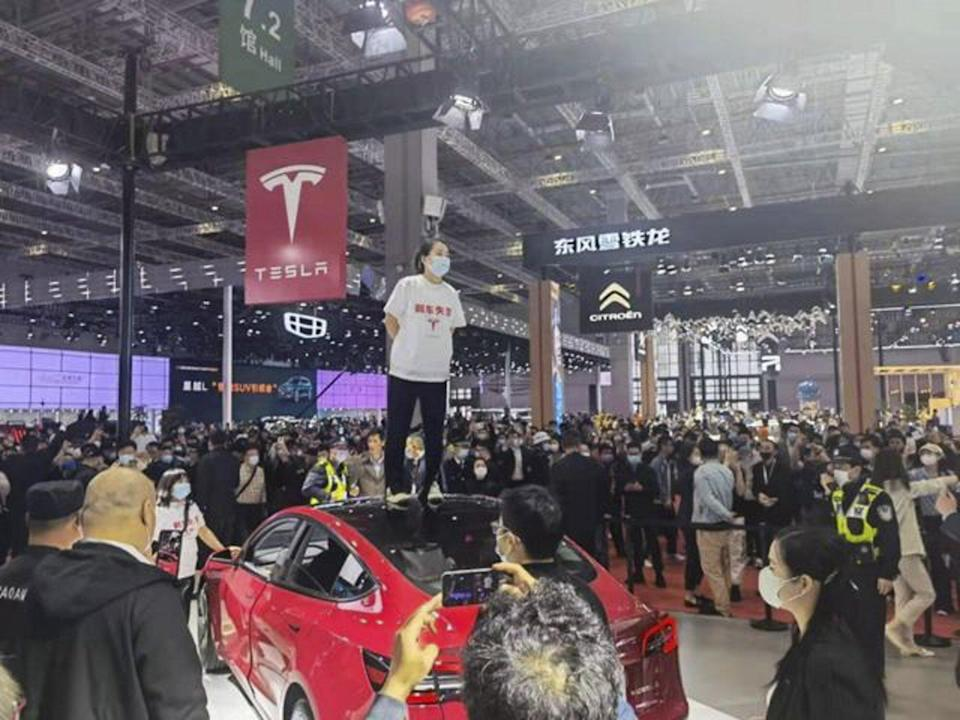 Handout image shows a woman who climbed onto a Tesla at Shanghai Auto Show to protest her Tesla brakes that failed her. She said she did this because communication with the company went nowhere. Some state media issued editorials to support her. Photo: Baidu