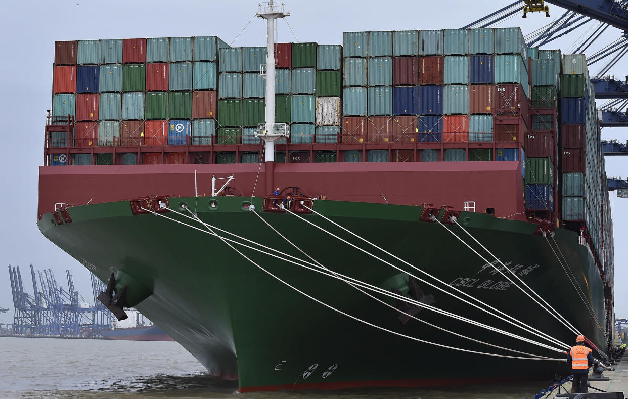 The largest container ship in world, CSCL Globe, docks during its maiden voyage, at the port of Felixstowe in south east England, January 7, 2015. The 400-metre-long vessel with a capacity of around 19,000 containers, owned by China Shipping Container Line, and built in South Korea, is the first of five similar sized vessels which will sail the Asia-Europe trade route, according to a news release by the Port of Felixstowe. REUTERS/Toby Melville (BRITAIN - Tags: BUSINESS MARITIME SOCIETY)