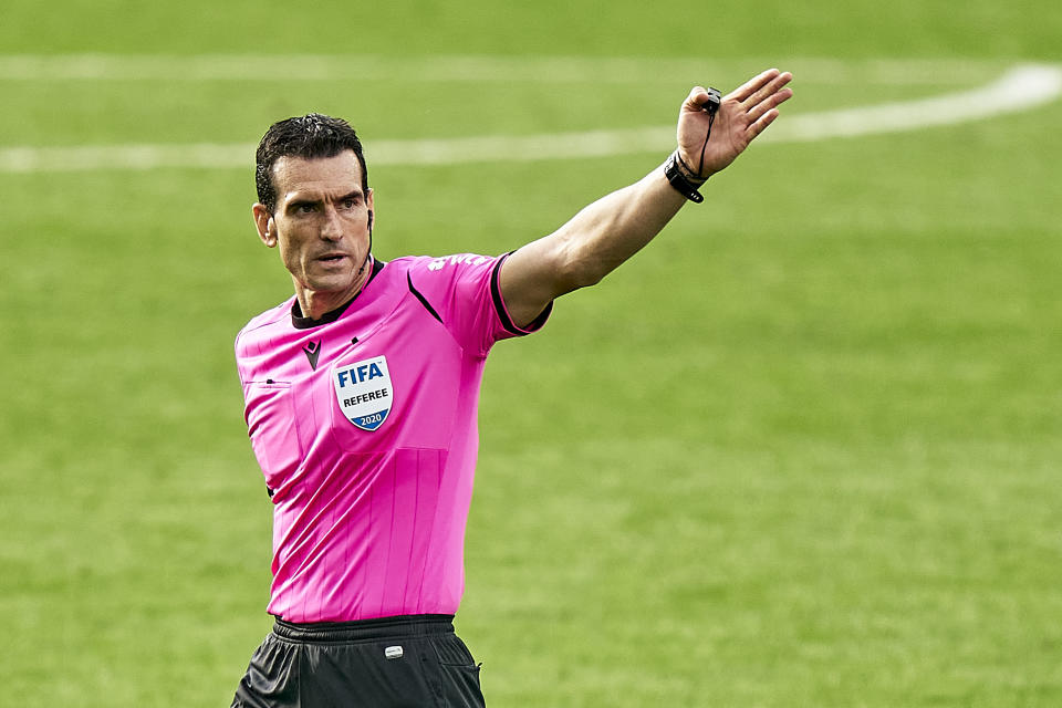VIGO, SPAIN - OCTOBER 17: Referee Juan Martinez Munuera reacts during the La Liga Santander match between RC Celta and Atletico de Madrid at Abanca Balaidos Stadium on October 17, 2020 in Vigo, Spain. Football Stadiums around Europe remain empty due to the Coronavirus Pandemic as Government social distancing laws prohibit fans inside venues resulting in fixtures being played behind closed doors. (Photo by Jose Manuel Alvarez/Quality Sport Images/Getty Images)