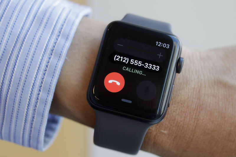 Review: Apple Watch goes solo, but don't dump your phone yet