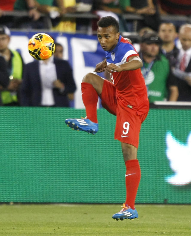 U.S. forrward Julian Green (9) carries the ball against Mexico during the second half of an international friendly soccer match Wednesday, April 2, 2014, in Glendale, Ariz. The game ended in a 2-2 draw. (AP Photo/Rock Scuteri)