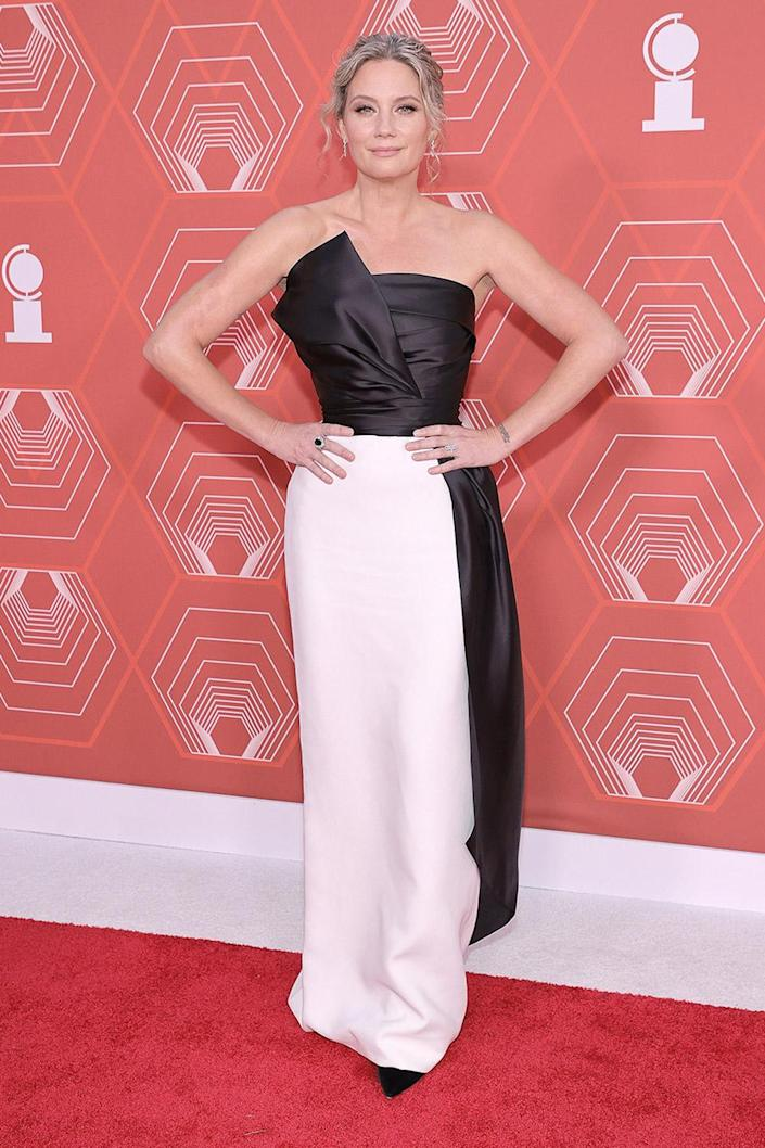 <p>Sugarland singer Jennifer Nettles will perform at the 2021 Tony Awards and, in October 2021, will star in <em>Waitress </em>on Broadway. </p>