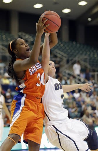 Sam Houston State's Sequeena Thomas (30) battles Oral Roberts' Taylor Cooper (3) for a rebound during the second half of the Southland Conference championship basketball game on Saturday, March 16, 2013, in Katy, Texas. Oral Roberts defeated Sam Houston State 72-66. (AP Photo/David J. Phillip)