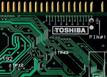 Toshiba still in talks with 3 potential bidders for memory business