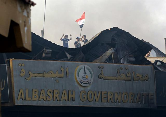 <p>Protesters raise the Iraqi flag over Basra Government building during a demonstration demanding better public services and jobs in Basra, 340 miles (550 km) southeast of Baghdad, Iraq, Friday, Sept. 7, 2018. (Photo: Nabil al-Jurani/AP) </p>
