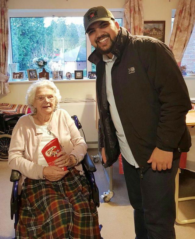 A young Muslim visiting a care home (AMYA/PA)