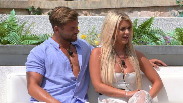 The former couple revealed their decision to their fellow Islanders (Photo: ITV)
