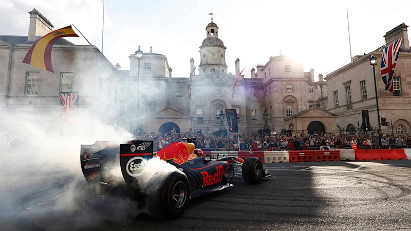 Daniel Ricciardo, Red Bull Racing RB13, does some donuts