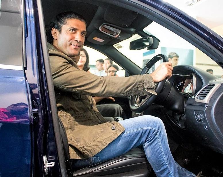 Farhan Akhtar last year bought a Jeep Grand Cherokee in a stunning shade of blue. It's an exclusive colour and his SUV is also customised with added features.