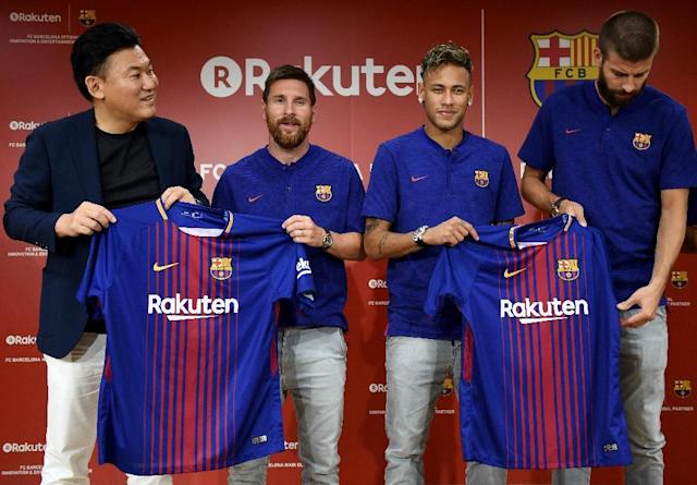 Barcelona star Lionel Messi (2nd L), former player Neymar (2nd R), Gerard Pique (R) and Rakuteb CEO Hiroshi Mikitani (L) show off jerseys with the Rakuten sponsorship logo in July 2013; the logos will also appear on the Golden State Warriors jerseys (AFP Photo/Toru YAMANAKA)