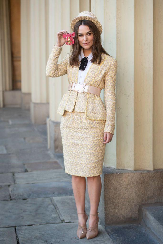 <p>That belt. Those shoes. That jaunty hat. Keira Knightley's chic yellow Chanel suit and accessories are the stuff of dreams.</p>