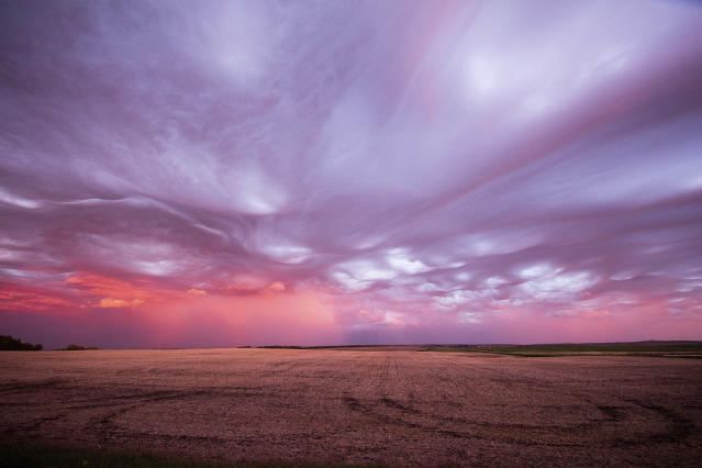 "<p>""The clouds were taking on a very different, curvy, wavelike appearance and suddenly we knew what we were seeing."" (Photo: Mike Olbinski/Caters News) </p>"