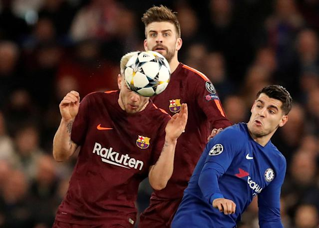 Soccer Football - Champions League Round of 16 First Leg - Chelsea vs FC Barcelona - Stamford Bridge, London, Britain - February 20, 2018 Barcelona's Gerard Pique and Ivan Rakitic in action with Chelsea's Alvaro Morata Action Images via Reuters/Andrew Boyers TPX IMAGES OF THE DAY