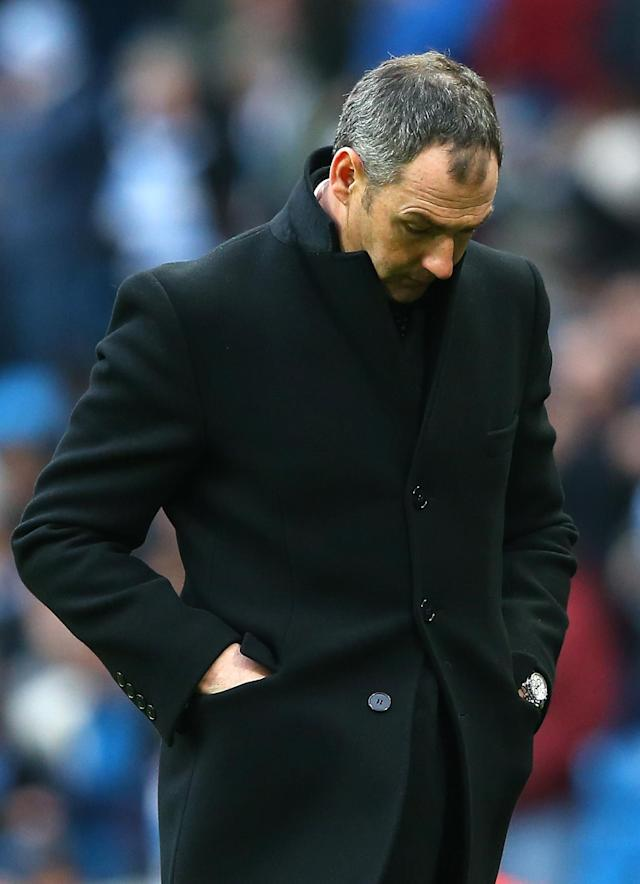 <p>MANCHESTER, ENGLAND – FEBRUARY 05: Paul Clement, Manager of Swansea City looks dejected during the Premier League match between Manchester City and Swansea City at Etihad Stadium on February 5, 2017 in Manchester, England. (Photo by Alex Livesey/Getty Images) </p>