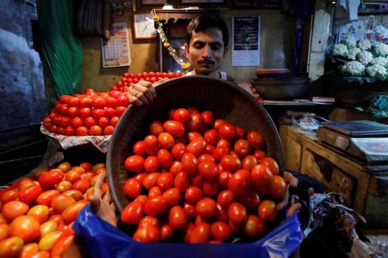 Cong's Prithviraj Chavan Blames News Channel for Fall in Tomato Prices, Seeks Month's Ban on it
