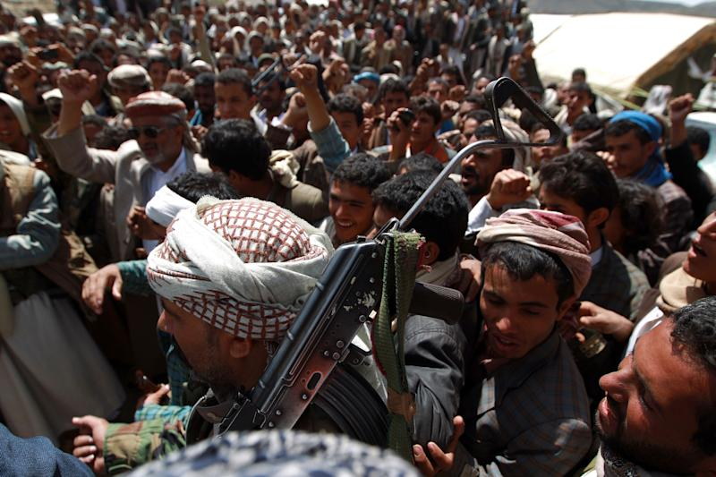 Armed Huthi rebels gather during a demonstration organized by the Shiite movement to demand the government to resign on August 22, 2014, in the northern town of Hamdan on the outskirts of the capital Sanaa