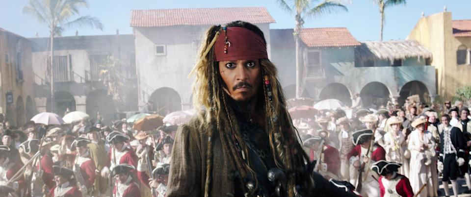 Jack Sparrow in front of a crowd of soldiers