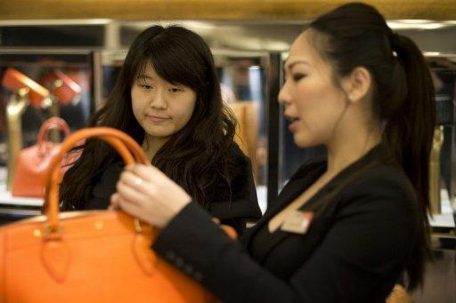Britain looks to Chinese tourists for Christmas cheer