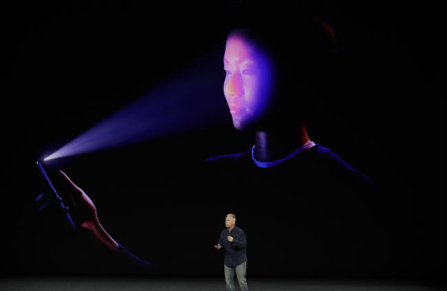 iphone x facial recognition faceid phil schiller