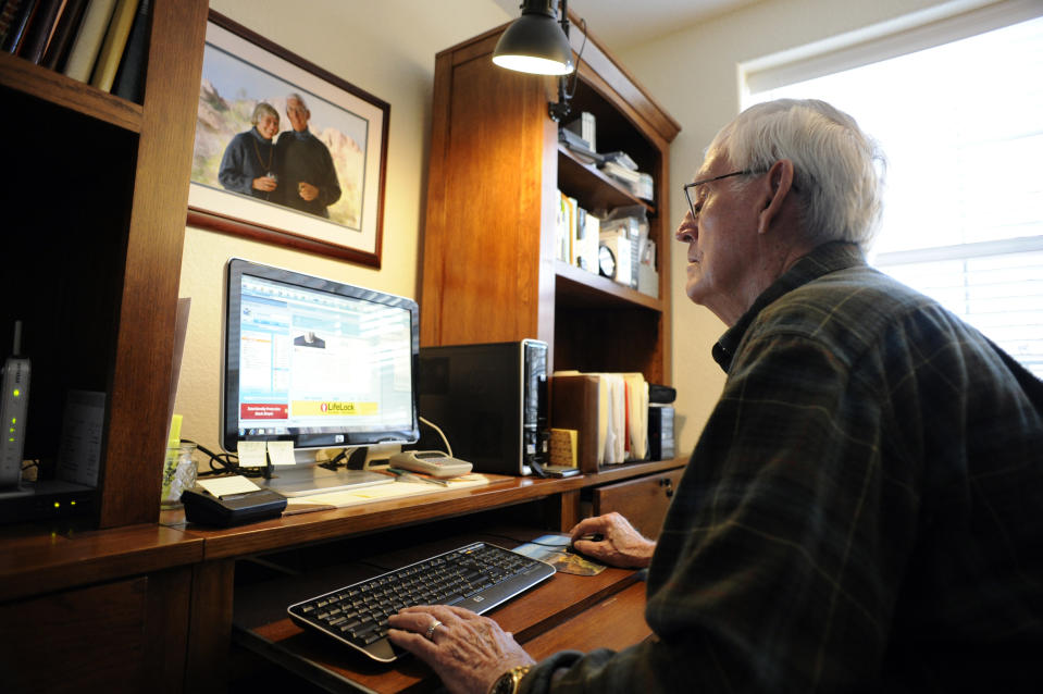 CENTENNIAL,CO--FEBRUARY 10TH 2010--Holly Creek resident, Herb Bowman, 81-years-old, WWII Army Veteran and former nuclear physicist, checks his email on his computer inside his apartment at the retirement community Wednesday morning. Andy Cross, The Denver Post  (Photo By Andy Cross/The Denver Post via Getty Images)