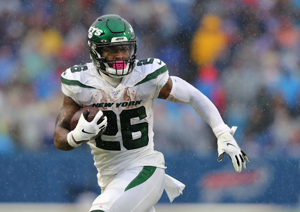 Le'Veon Bell #26 of the New York Jets runs the ball against the Buffalo Bills
