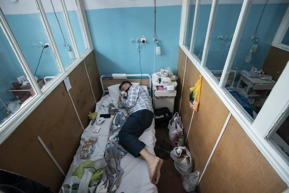 A patient with coronavirus breathes with the help of an oxygen mask at an intensive care unit in the regional hospital in Chernivtsi, western Ukraine, Wednesday, Feb. 24, 2021. The number of coronavirus cases in the western part of the country has risen sharply since the end of a strict two-week lockdown last month. (AP Photo/Evgeniy Maloletka)