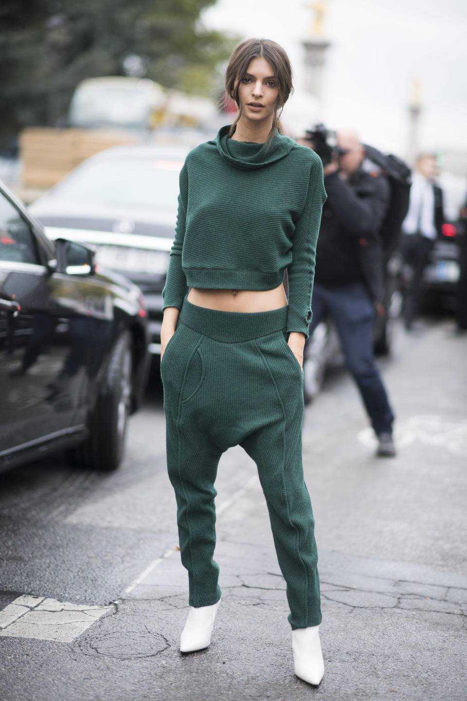 <p>It takes one hell of a woman to pull off green drop-crotch tracksuit bottoms, but Emily (somehow) prevails. <br>[Photo: Getty] </p>