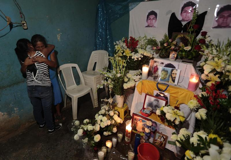 Joaquina Mora (L) is seen during the vigil of her nephew Alexander Mora --one of the 43 missing students, whose remains were found in a landfill in Cocula-- in the Tecoanapa municipality, Guerrero State, Mexico, on December 11, 2014 (AFP Photo/Pedro Pardo)
