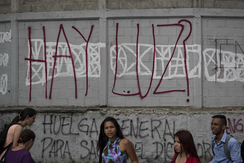 Venezuela Shuts Schools and TellsWorkers to Stay Home After Big Power Cuts