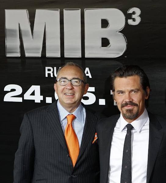 "FILE - In this April 18, 2012 file photo, director Barry Sonnenfeld, left, and actor Will Smith Josh Brolin pose during a photocall for their film ""Men in Black 3"" in Moscow, Russia. The film opens nationwide on May 25. (AP Photo/Misha Japaridze, file)"