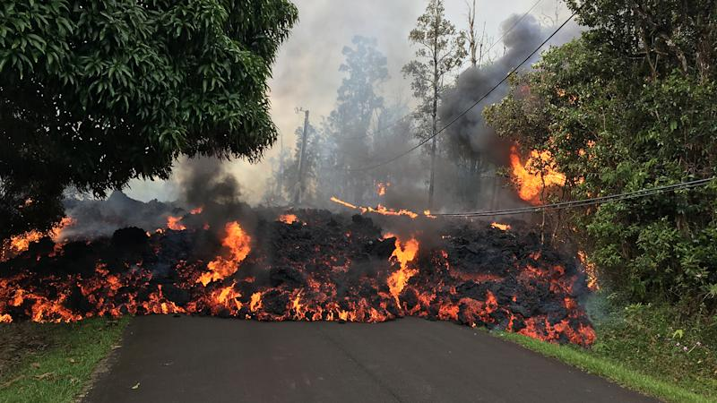 A lava flow moves on Makamae Street in Leilani Estates at 09:32 am HST on May 6.