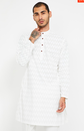 "<a href=""https://fave.co/38EgN3K"" rel=""nofollow noopener"" target=""_blank"" data-ylk=""slk:BUY HERE"" class=""link rapid-noclick-resp"">BUY HERE</a> Chevron patterned cotton kurta designed with a band collar and has 2-pockets, by Melange from Lifestyle, for <strong>Rs. 999</strong>"
