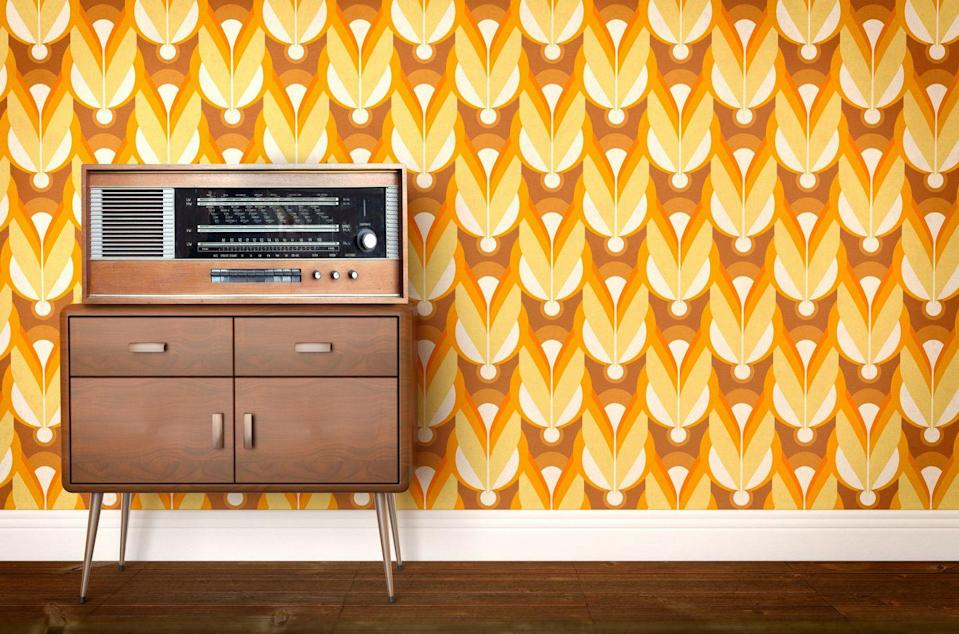 <p>If 70s walls weren't lined with wood paneling, they were sporting paper splashed with with big and bold geometric shapes in bright, contrasting colors. </p>