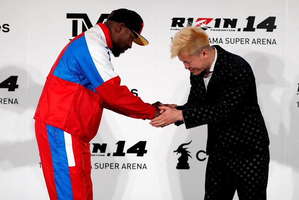 Floyd Mayweather Jr. shakes hands with his opponent Tenshin Nasukawa during a news conference in Tokyo on Nov. 5, 2018. (Reuters)
