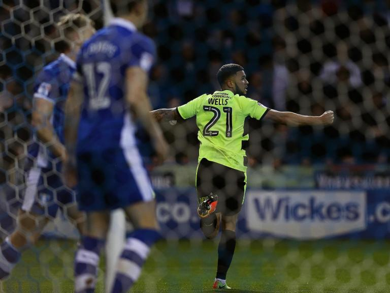 Huddersfield beat Sheffield Wednesday on penalties and will face Reading in Championship play-off final