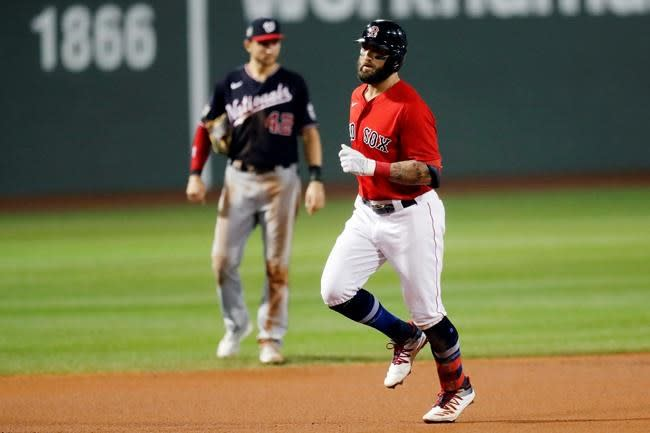 Rockies acquire outfielder Kevin Pillar from Red Sox