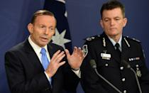 Australia's Prime Minister Tony Abbott (L) speaks at a joint press conference with Australian Federal Police Commissioner Andrew Colvin in Sydney on September 19, 2014 (AFP Photo/Saeed Khan)