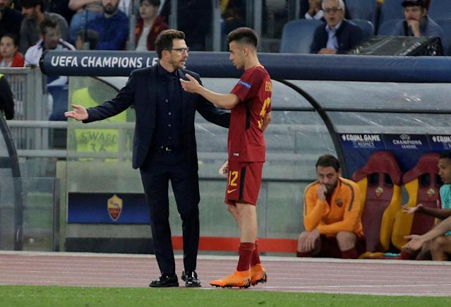 Soccer Football - Champions League Semi Final Second Leg - AS Roma v Liverpool - Stadio Olimpico, Rome, Italy - May 2, 2018 Roma's Stephan El Shaarawy speaks with coach Eusebio Di Francesco after he is substituted REUTERS/Max Rossi