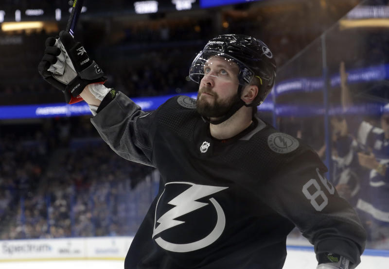 Lightning win 50th of season, tie for fastest in NHL history