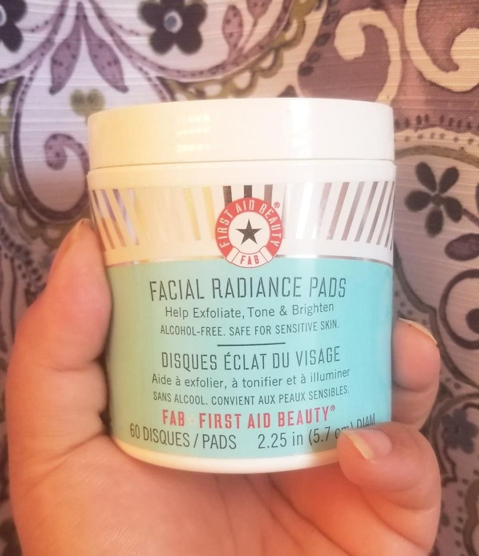 First Aid Beauty Facial Radiance Pads. Image via Sarah Rohoman.